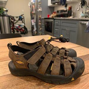 Keen shoes size 4 big kids